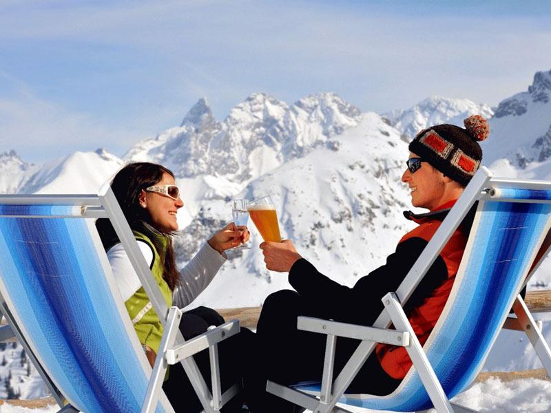 Liegestuhlwetter auf der Alpe Bierenwang im Skigebiet Fellhorn