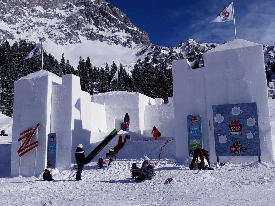 Impressionen aus dem Skigebiet Ehrwalder Almbahn - © Ehrwalder Almbahn/Natalia Kusztal