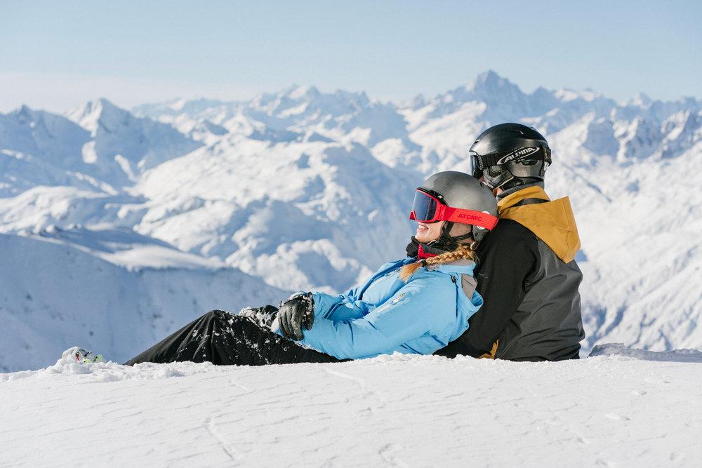 Skipaar in Andermatt - © SkiArena Andermatt-Sedrun-Disentis