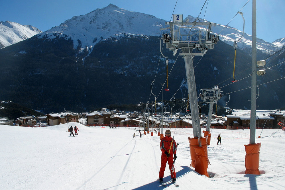 Skiers on tow at Aussois, France. - ©OT d'Aussois