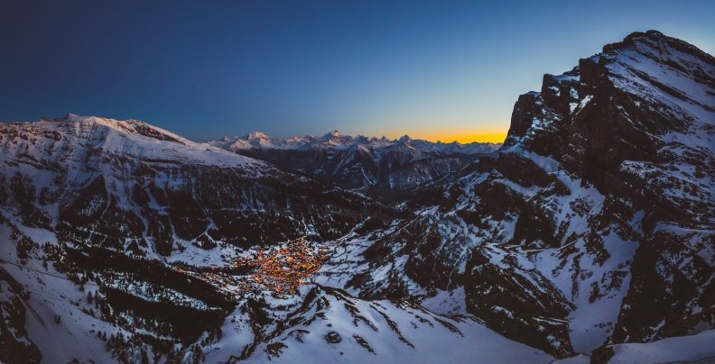 Blick auf Leukerbad von der Bergstation der Gemmi-Gondelbahn - © Leukerbad Tourismus
