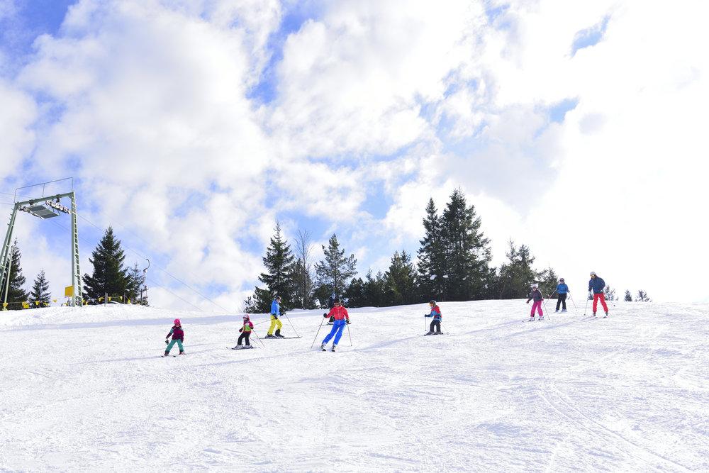 Skifahren im Skigebiet Kranzberg - © Alpenwelt Karwendel
