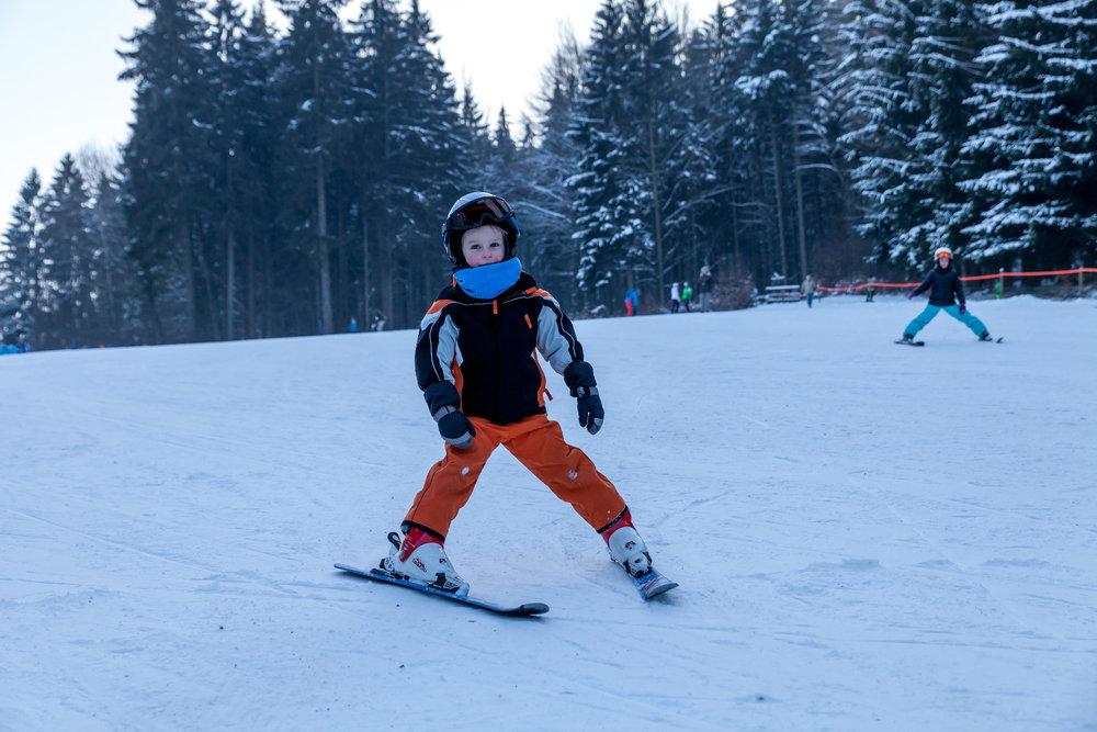 Ski-Anfänger im Skigebiet Voithenberg Gibacht - © Tourist-Information Furth im Wald
