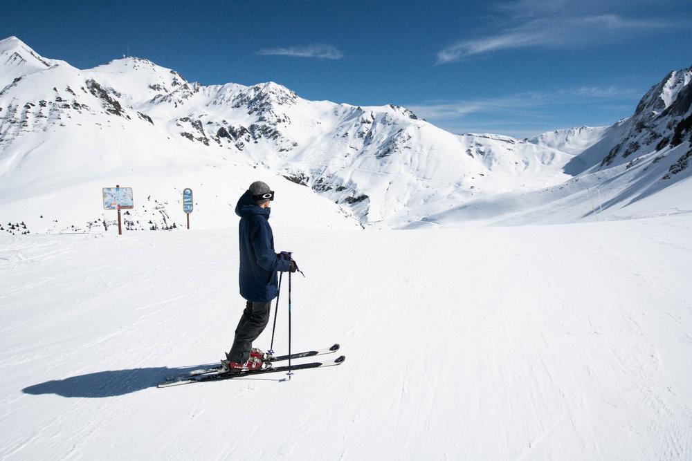 Dans l'immensité du domaine skiable du Grand Tourmalet - © AGENCE TOURISTIQUE DES VALLÉES DE GAVARNIE