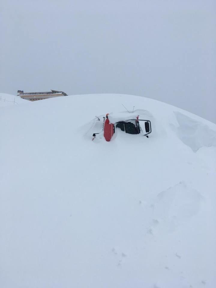 Rolba v Großarltalu zapadaná sněhem - © Facebook Großarltal