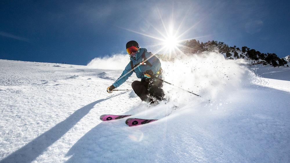 Avec le Pass Grand Ski Pyrénées, à vous les plus beaux domaines skiable du massif... - © AGENCE TOURISTIQUE DES VALLÉES DE GAVARNIE