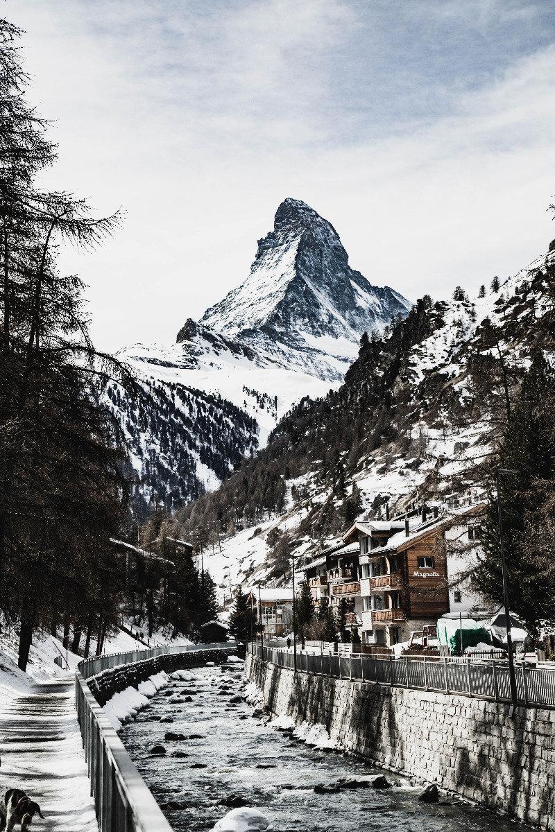 Spaziergang entlang der Mattervispa in Zermatt - © Skiinfo | Sebastian Lindemeyer