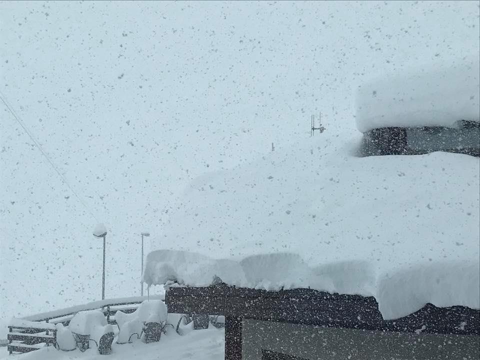 Massig Schneefall gab es am Passo Stelvio - © Facebook Passo Stelvio