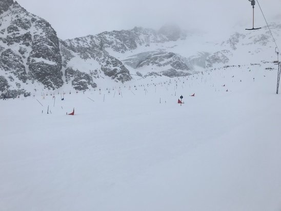 Kaunertaler Gletscher - Today it was too windy on the otherhand quality of slopes from powder to grainy - © Guest