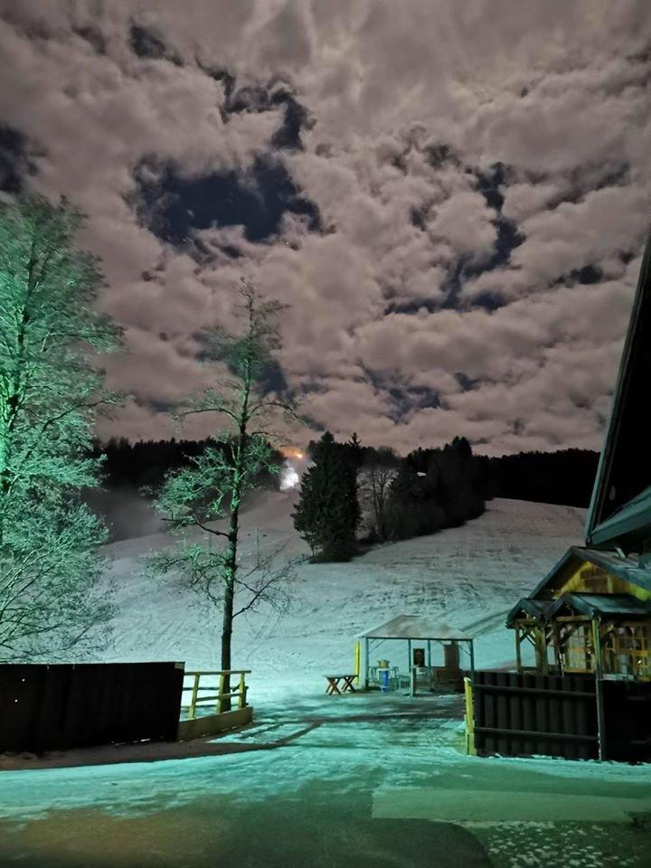 Zasnežovanie na Táloch (12.12.2019) - © Tále Golf & Ski resort - facebook