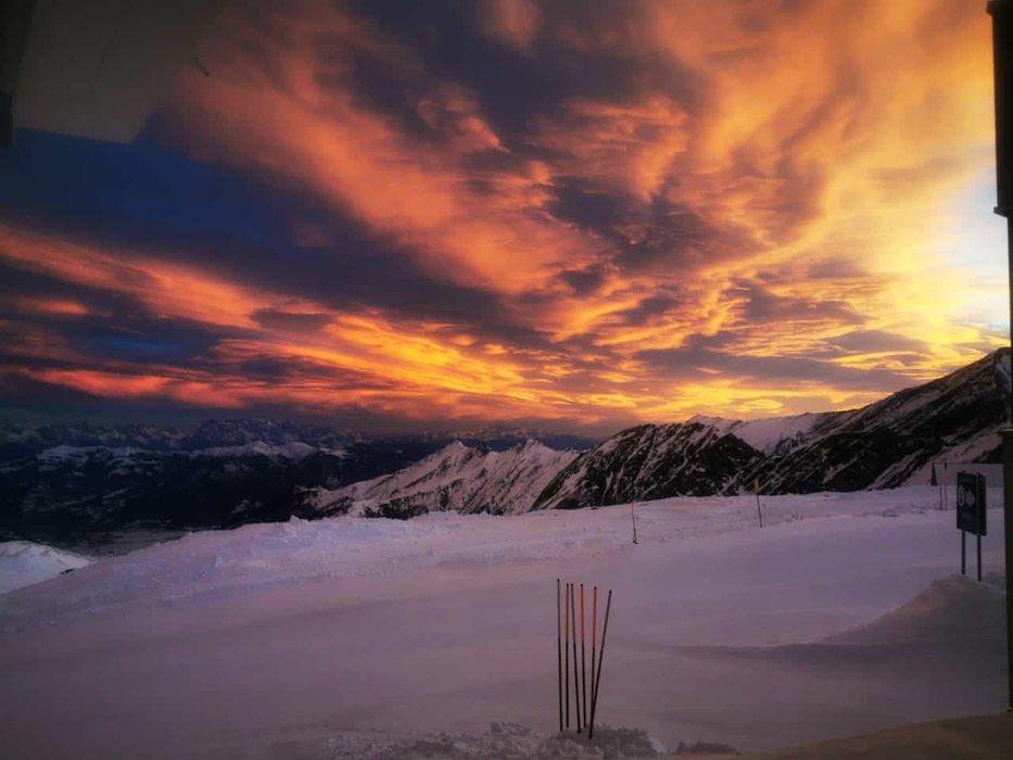 Sunrise above Kaprun: Kitzsteinhorn 17/12/2019 - © facebook | Kitzsteinhorn