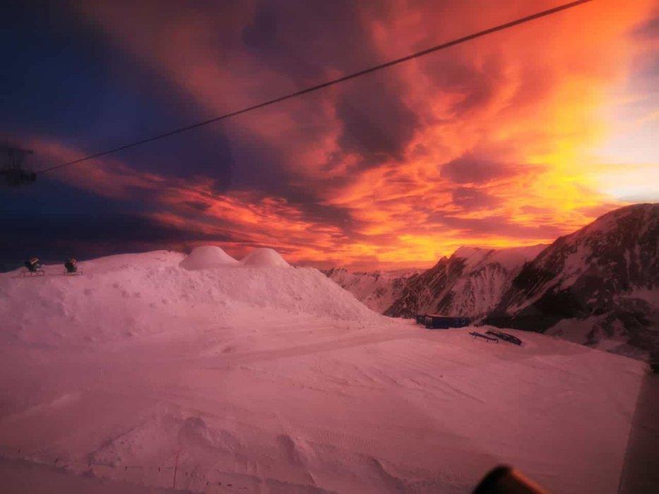 Východ slnka na Kitzsteinhorne (17.12.2019) - © facebook | Kitzsteinhorn