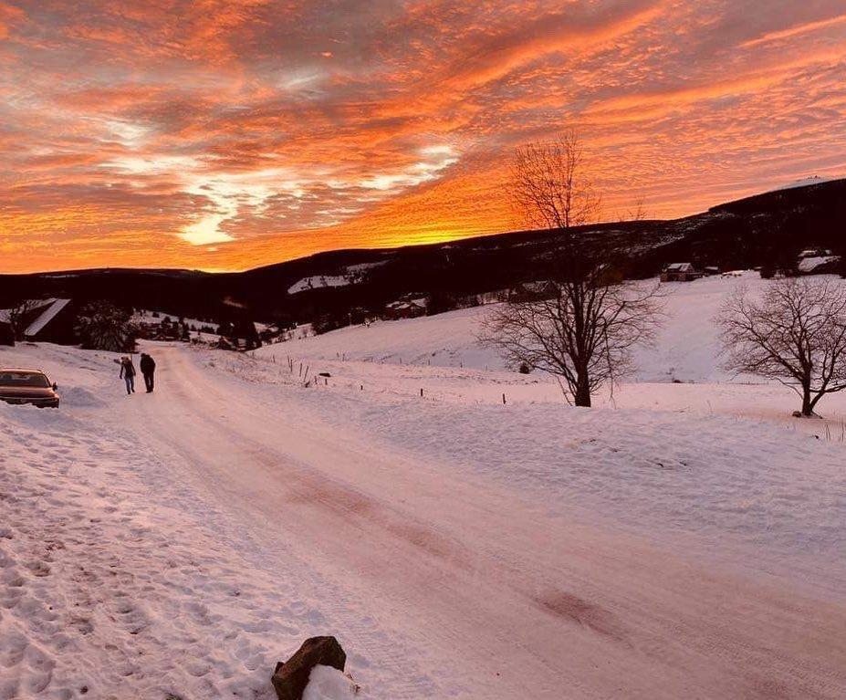 Fascinující západ slunce - Malá Úpa, 30.12.2019 - © facebook | SkiMU MaláÚpa