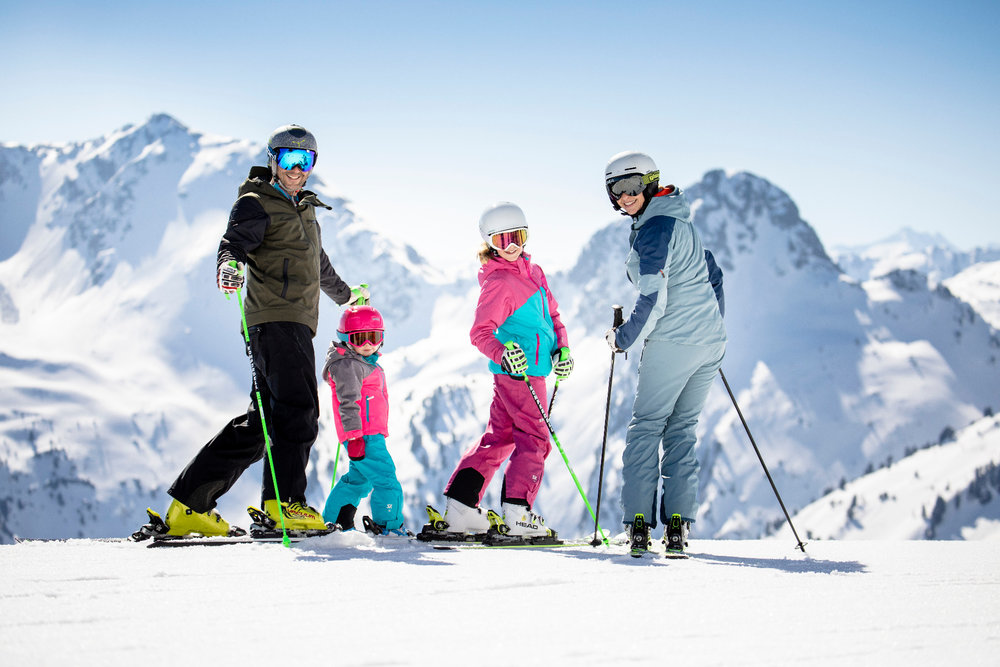Familie beim Skifahren im Ski Juwel - © Ski Juwel Alpbachtal Wildschönau