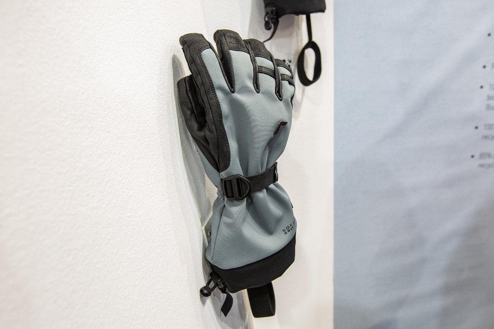 Bei Reusch präsentierte man einen nachhaltig gefertigten Handschuh - © Skiinfo