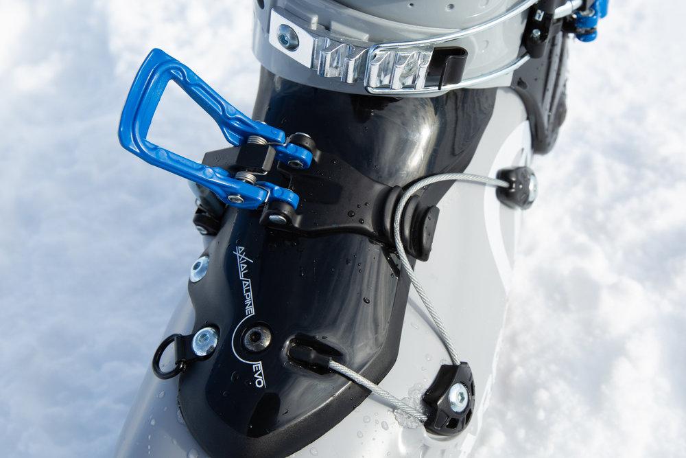 Ausgeklügeltes Schnallen-Band-System zur Fixierung des Vorderfußes beim SCARPA Maestrale XT - © Skiinfo