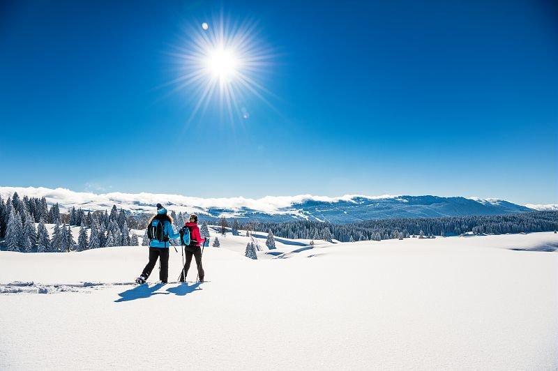 Respectez la nature et découvrir le territoire, un principe majeur du slow ski dans les Montagnes du Jura... - © Benjamin Becker / Montagnes du Jura