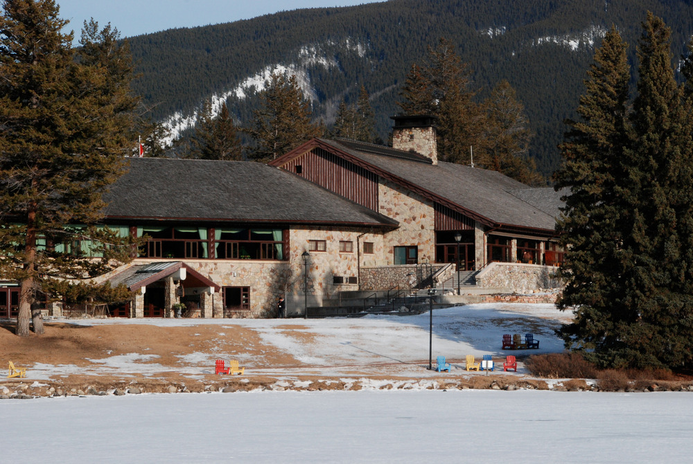 Jasper Park Lodge in Jasper, Alberta, offers ski and lodging packages in winter. Photo by Becky Lomax. - © Becky Lomax