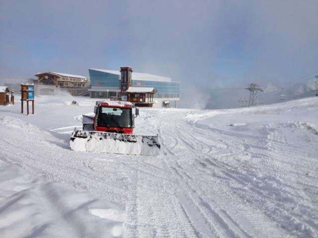 Snowcats get WhistlerBlackcomb ready for opening day. - © WhistlerBlackcomb / Facebook