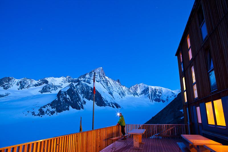 Abendstimmung auf der Finsteraarhornhütte mit Blick auf Fieschergletscher, Wallis, Schweiz - © Iris Kürschner/powerpress.ch