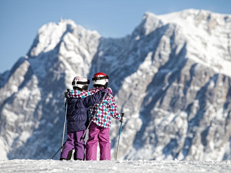 Kinder in Grubigstein - © Tiroler Zugspitz Arena/U. Wiesmeier