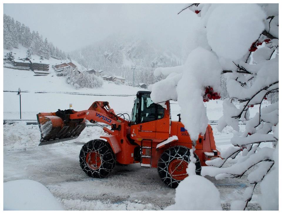 Snow clearing in Gressoney - Monterosa Ski, Italy. Nov. 29, 2012 - © Arch. Fotografico Monterosa Ski