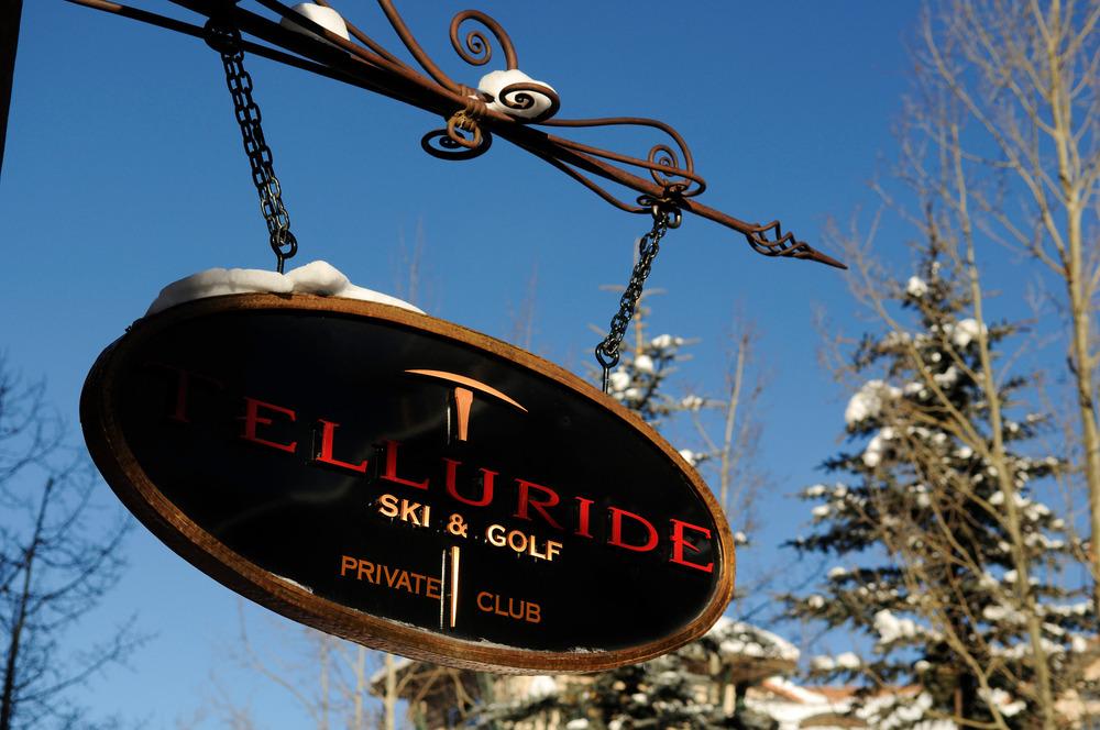 Schild vom Ski- und Golfclub im Skigebiet Telluride - © Norbert Eisele-Hein