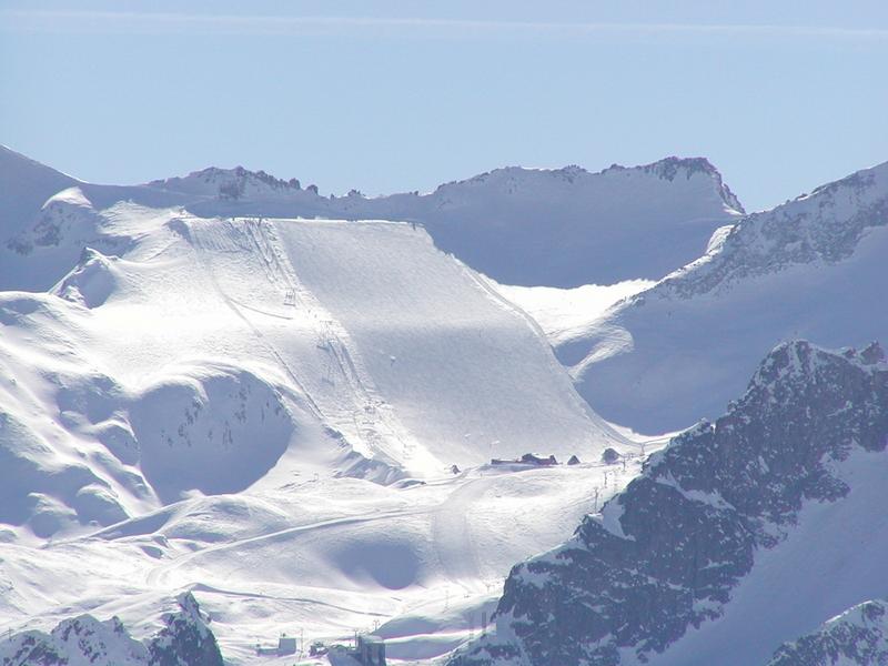 Il ghiacciaio Presena visto dalla Cima Bleis, sull'opposto versante - © A. Corbo