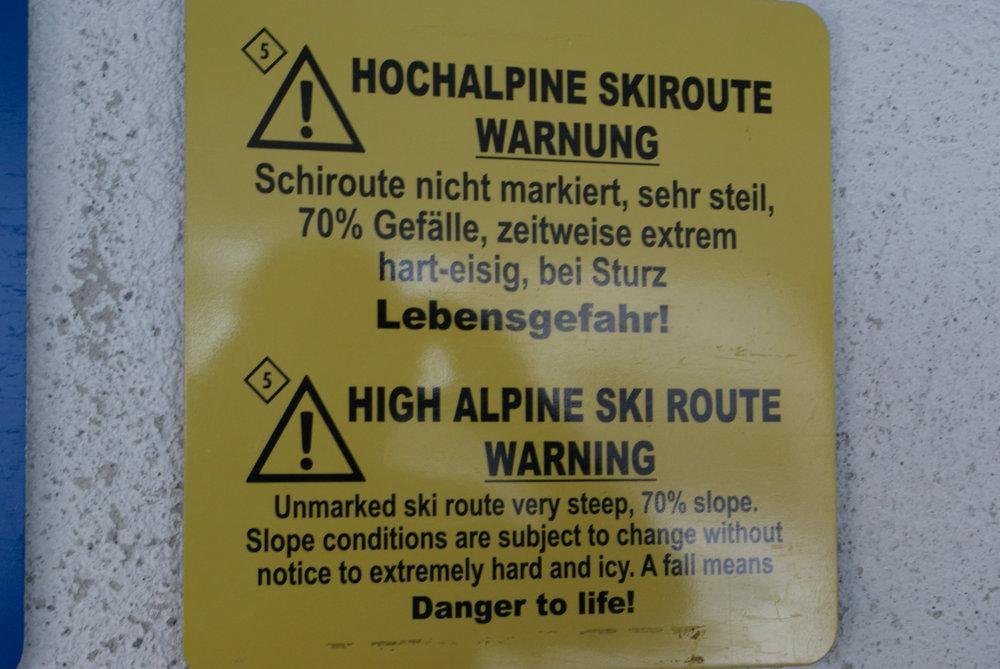 Warnhinweis im Eingangsbereich der Hafelekarbahn – hier wird's hochalpin - © Gernot Schweigkofler