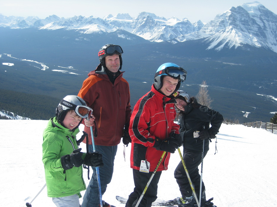 Patrick Thorne & family in Lake Louise, Canada - © Patrick Thorne
