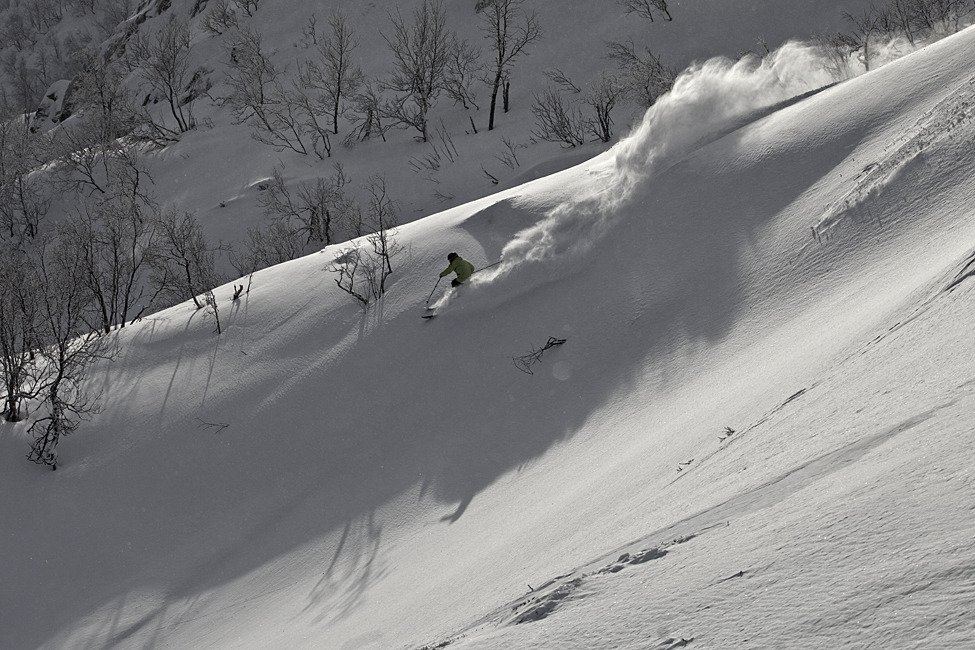 Kaj Zackrisson skis powder in Hemsedal, Norway - © Kalle Hägglund