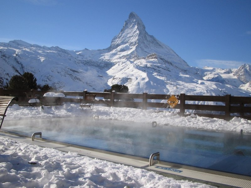 Heated pool next to the Matterhorn at the Riffelalp Resort, Zermatt - © Riffelalp Resort