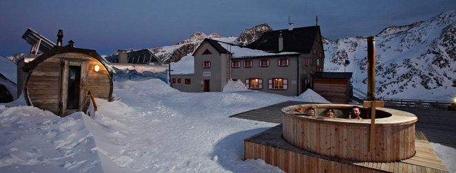Highest outdoor sauna in Europe. Rifugio Bella Vista, Val Senales - © Rifugio Bella Vista