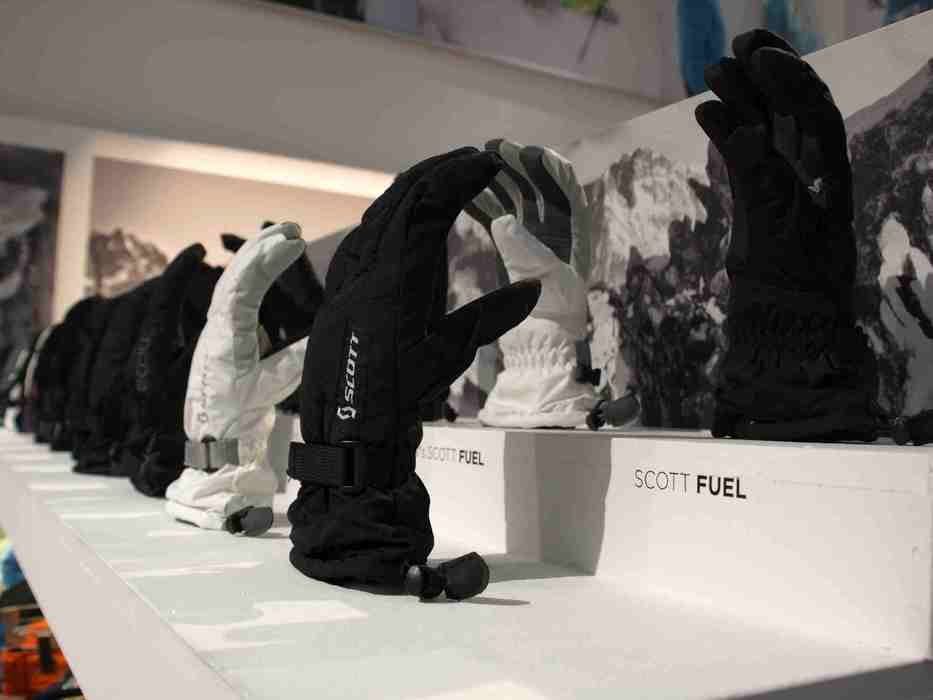 gloves at Scott stand at ISPO Munich 2013 - © Juliane Matthey