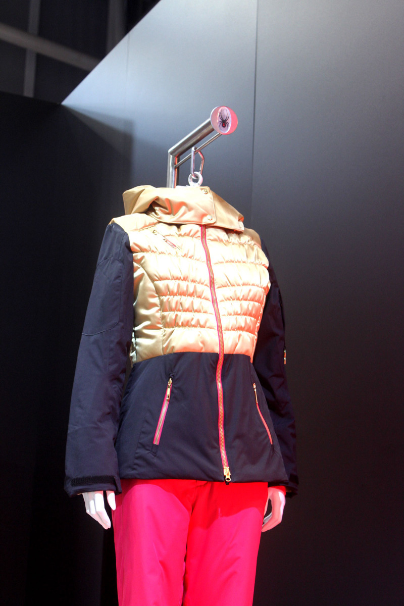 Die stylische Moxie Jacket ist das Highlight der Spyder-Kollektion 2013/2014 - © Skiinfo