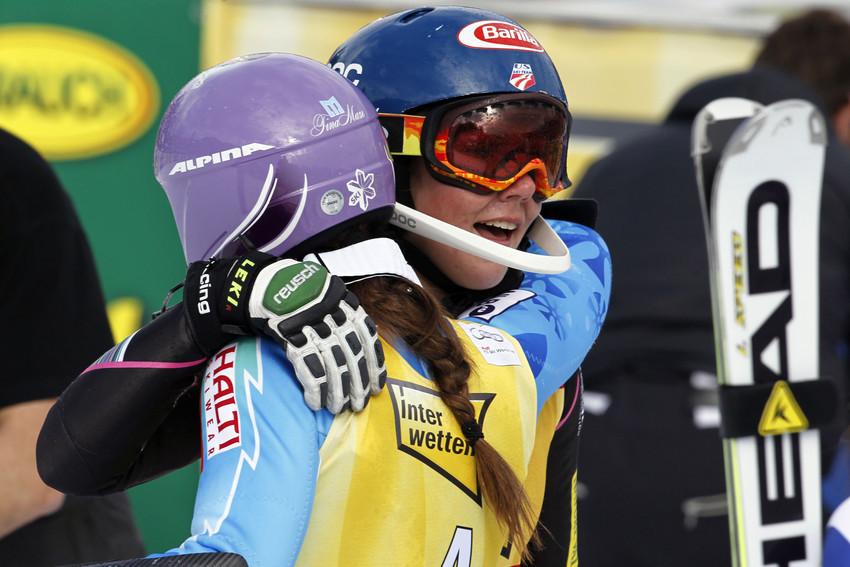 Glückwunsch der besten Slalom-Fahrerinnen: Tina Maze und Mikaela Shiffrin - © Christophe PALLOT/AGENCE ZOOM