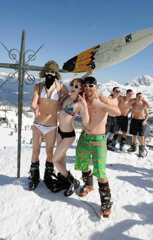 Nackte Haut und Action beim Snow Beach Day in Nassfeld Pressegger See - © Nassfeld Pressegger See