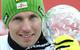 Marcel Hirscher hält zum zweiten Mal die große Kristallkugel hoch. - © Alain Grosclaude/AGENCE ZOOM