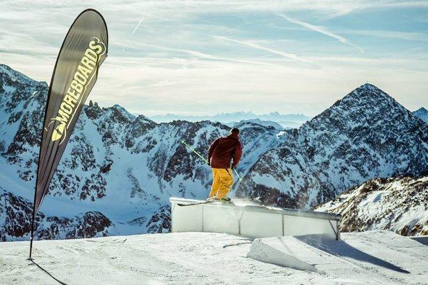 Moreboards Stubai Premier na lodowcu Stubai  - © eignerphoto 2013