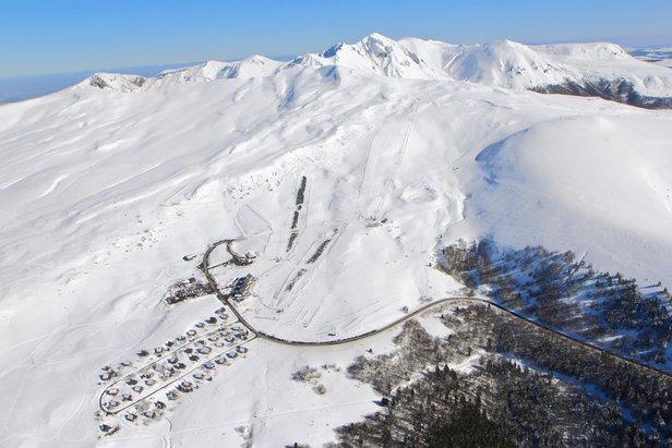 Vue aérienne de la station de Chastreix-Sancy et de son domaine skiable