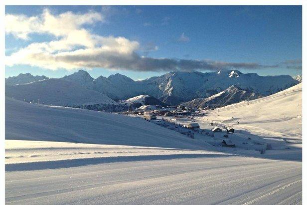 Świeży śnieg i piękne słoneczne warunki w  Alpe d'Huez - 8.01.2014