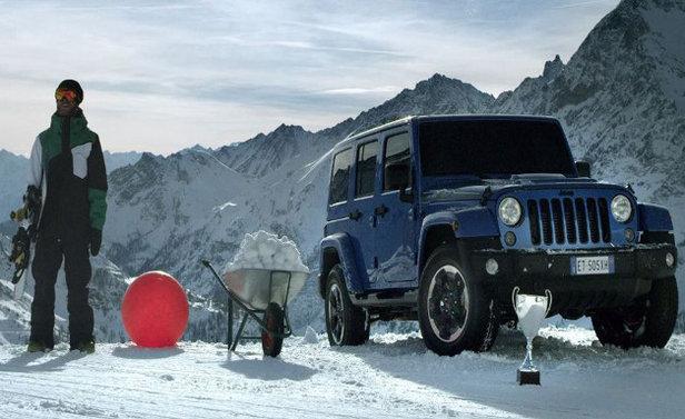 Jeep Wrangler Polar VS Snowboarder