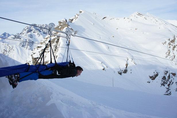 La tyrolienne d'Orcières est l'une des nombreuses activités insolites proposées par les stations de ski des Hautes-Alpes