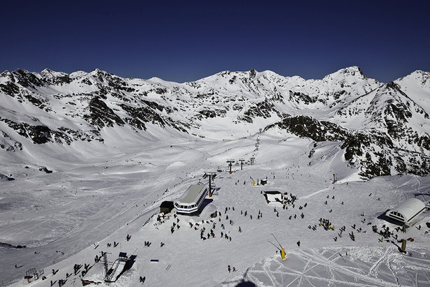 A beautiful day on the slopes of Vallnord, Andorra  - © OT Vallnord