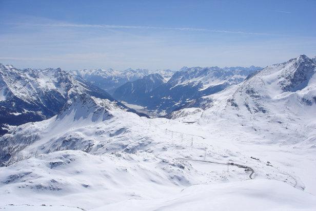 Sneeuwbericht: Verse sneeuw in Zwitserland en Frankrijk, eerste Duitse skigebieden sluiten ©Diavolezza