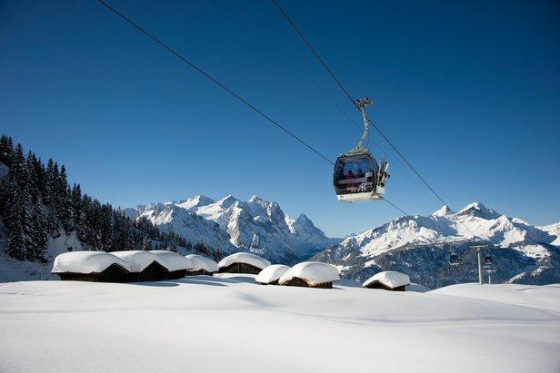 Spoločný sezónny skipas pre štyri najväčšie lyžiarske oblasti Bernskej Vysočiny a 666 kilometrov zjazdoviek ©Bergbahnen Meiringen-Hasliberg
