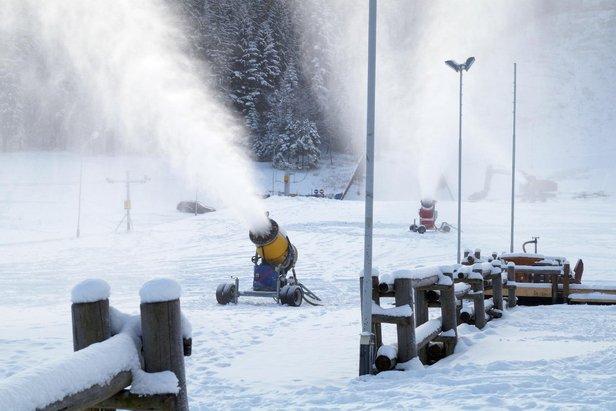 Raport śniegowy: brak śniegu w północnych Alpach wzbudza obawy, w Polsce ruszyły armatki ©FB Nosal