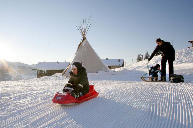 Anniviers heeft een speciaal aanbod voor jonge ouders die willen genieten van het skiën én van hun kinderen.  - © Val d'Anniviers Valais