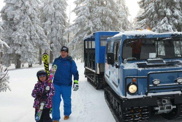 Ratraky SkiTour prepravujúce lyžiarov z Černej hory do Pece sú čoraz populárnejšie  - © Facebook SkiResort