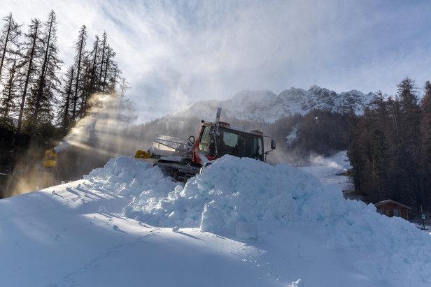 Derniers préparatifs sur le domaine skiable de Vars avant l'arrivée des vacanciers prévue dès demain...